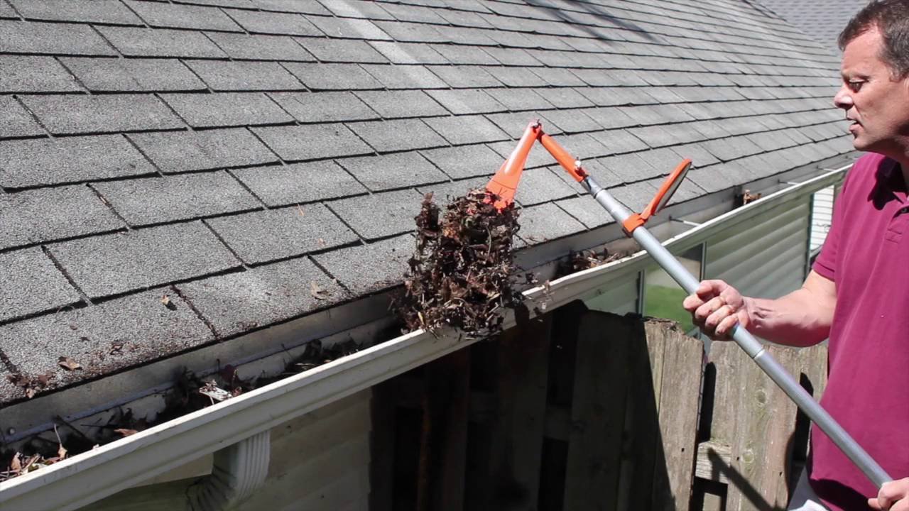 An Innefficient Way To Clean Gutters Clean Your Gutters